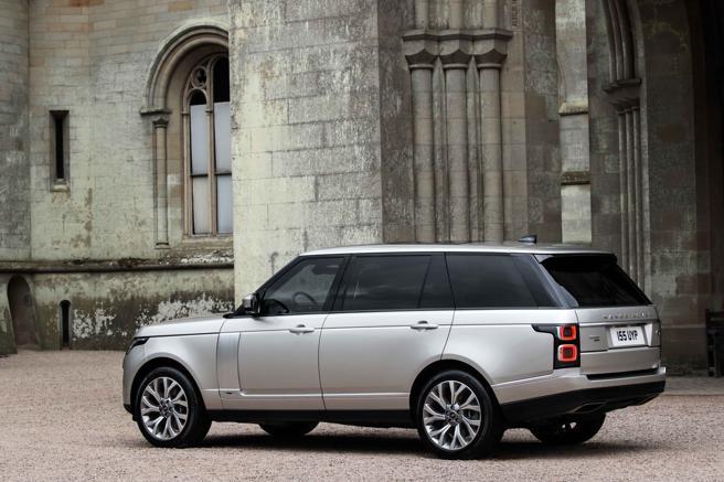 El Range Rover PHEV desarrolla una potencia total de 404 CV
