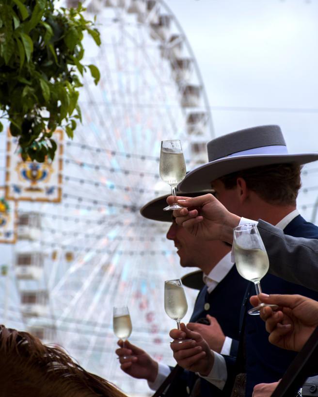Imagen que capta el ambiente en el primer día de la Feria de Abril de Sevilla