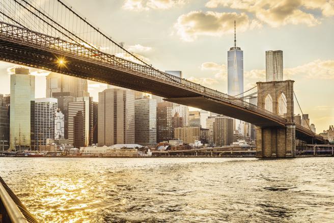 El puente de Brooklyn de Nueva York al atardecer