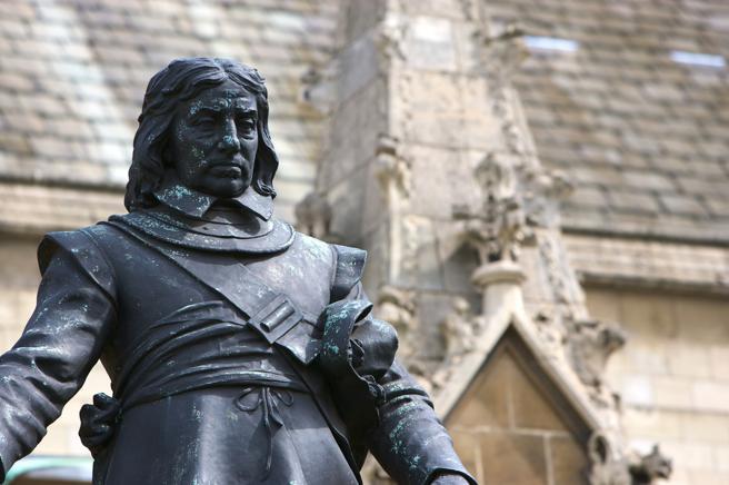 Estatua de Oliver Cromwell (1599-1658) en el exterior de las Parliament Houses en Londres