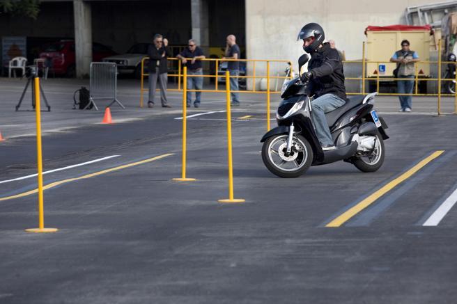 Momento de una prueba para obtener el carné de conducir de moto