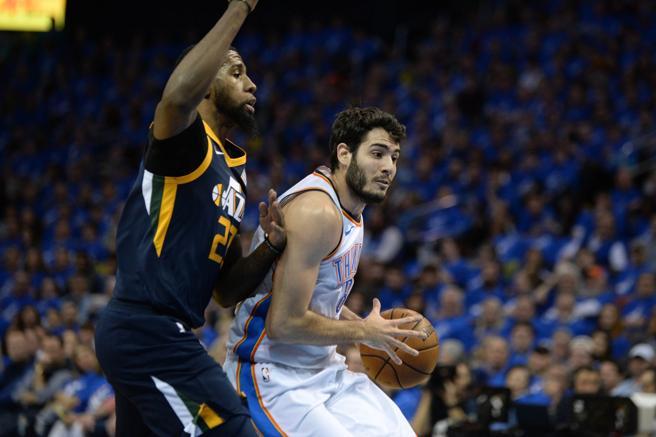 Alex Abrines consiguió anotar 11 puntos en el debut de los Thunder en Playoffs ante los Jazz.