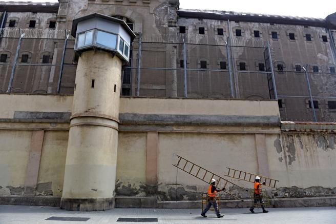 Una de las garitas de vigilancia en el muro perimetral de la cárcel Modelo