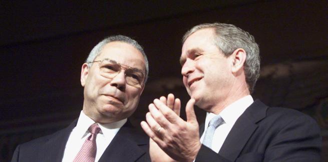 George Bush, en una imagen de archivo junto a Colin Powell