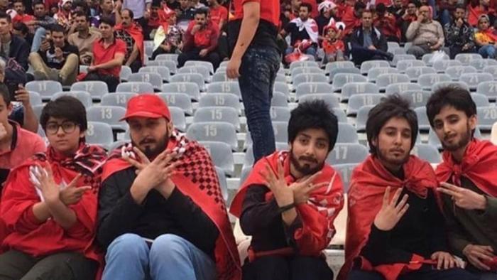 Mujeres iraníes se disfrazan de hombre para poder ver a su equipo de fútbol ganar la liga
