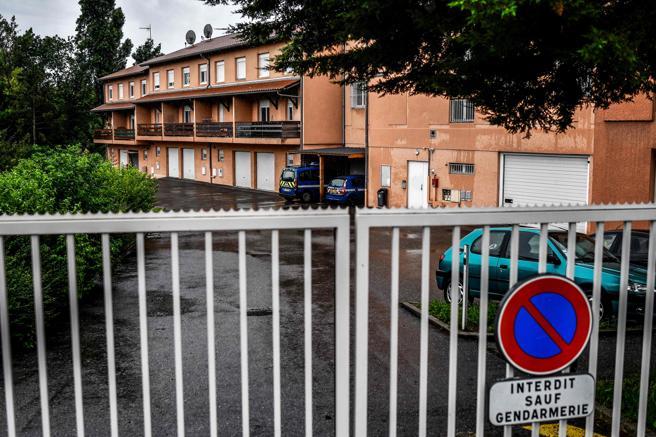 La gendarmería de Limonest, cerca de Lyon. AFP PHOTO / JEFF PACHOUD