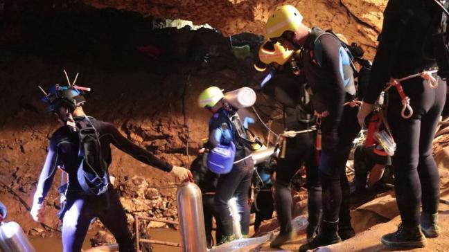Resultado de imagen para niños rescatados en cueva de tailandia