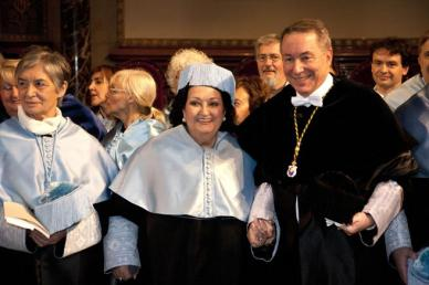 Caballe fue investida Doctor Honoris Causa por la Universidad de Barcelona en 2011