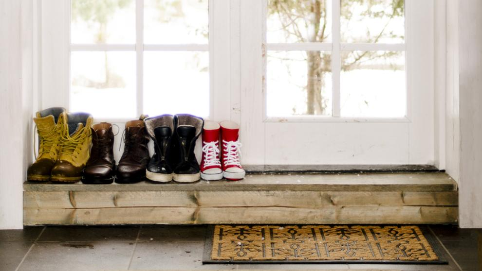 Salud: Cuatro razones para quitarse los zapataos antes de entrar ...