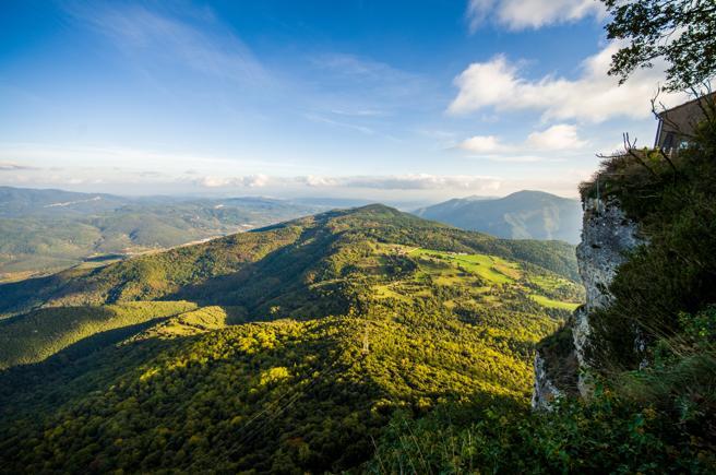 Vista del valle de Bas desde el santuario del Faro en la Garrotxa
