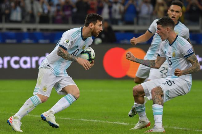 Argentina celebró con estilo el gol del sorteo.
