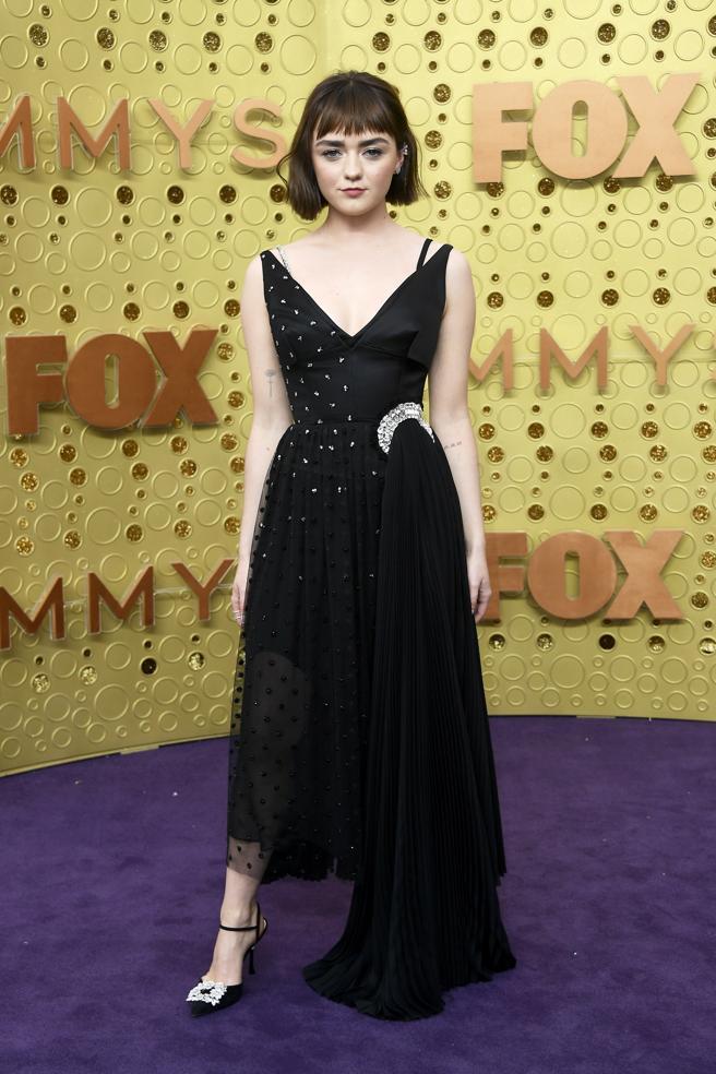 Maisie Williamsen la alfombra roja de los premios Emmy 2019..