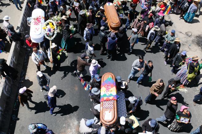 La marcha salió por la mañana desde la zona donde murieron el martes ocho personas en El Alto.