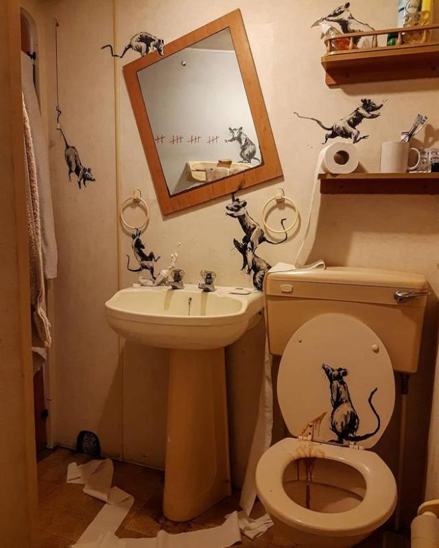 Intervención de Banksy en su cuarto de baño.