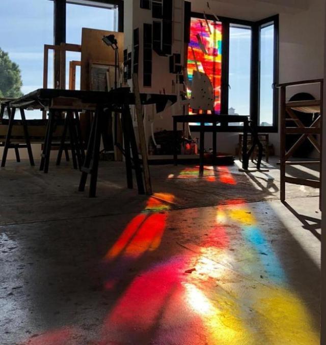 Habitar el color, una intervención de Frederic Amat en su casa-estudio de Vallvidrera