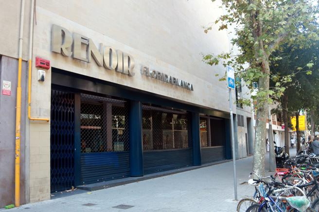 An image of the Renoir Floridablanca cinema in Barcelona again closed by the measures of the Generalitat