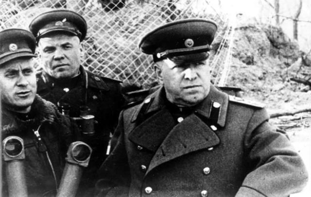 El mariscal Zhukov, en abril de 1945, a las puertas de Berlín