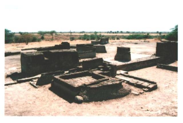 Vista (en 2003) de los baños públicos en la aldea de Lothal.