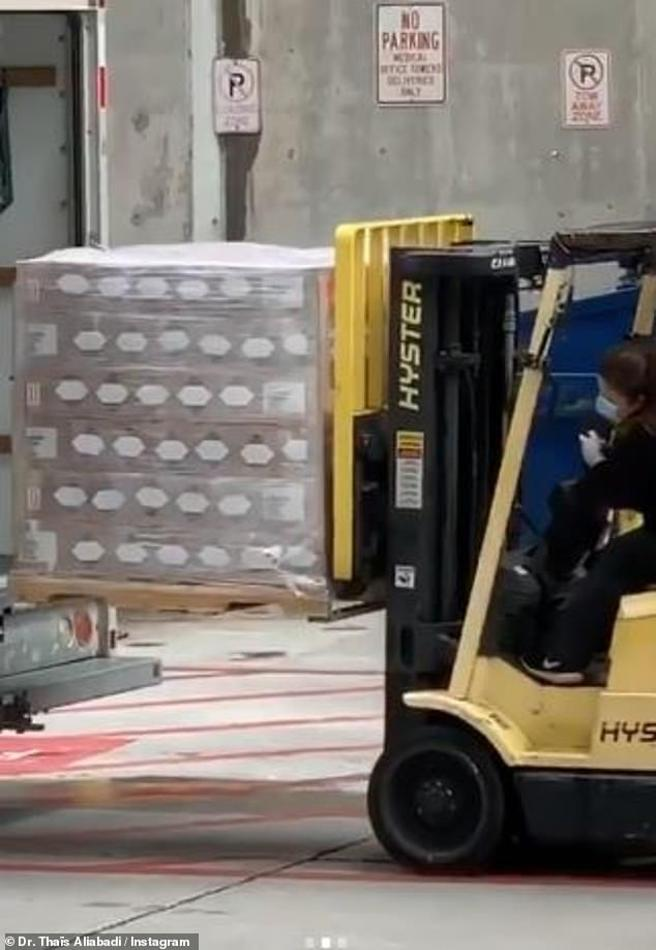 Pallets transporting cans of gel sanitary Kylie Jenner
