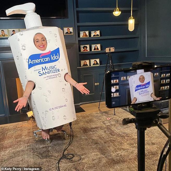 Katy Perry disguises himself as a soap for 'American Idol'