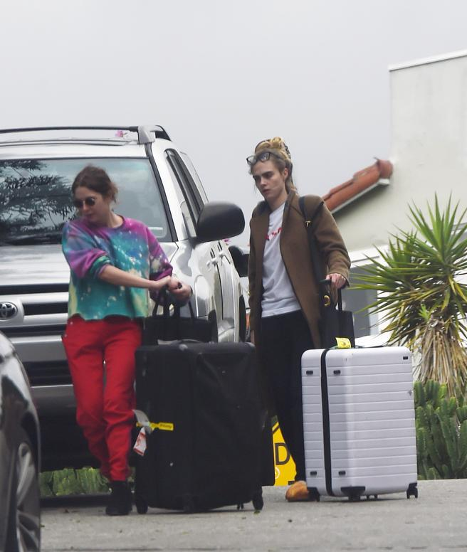 Cara Delevingne and Ashley Benson was confined together in Los Angeles last march.