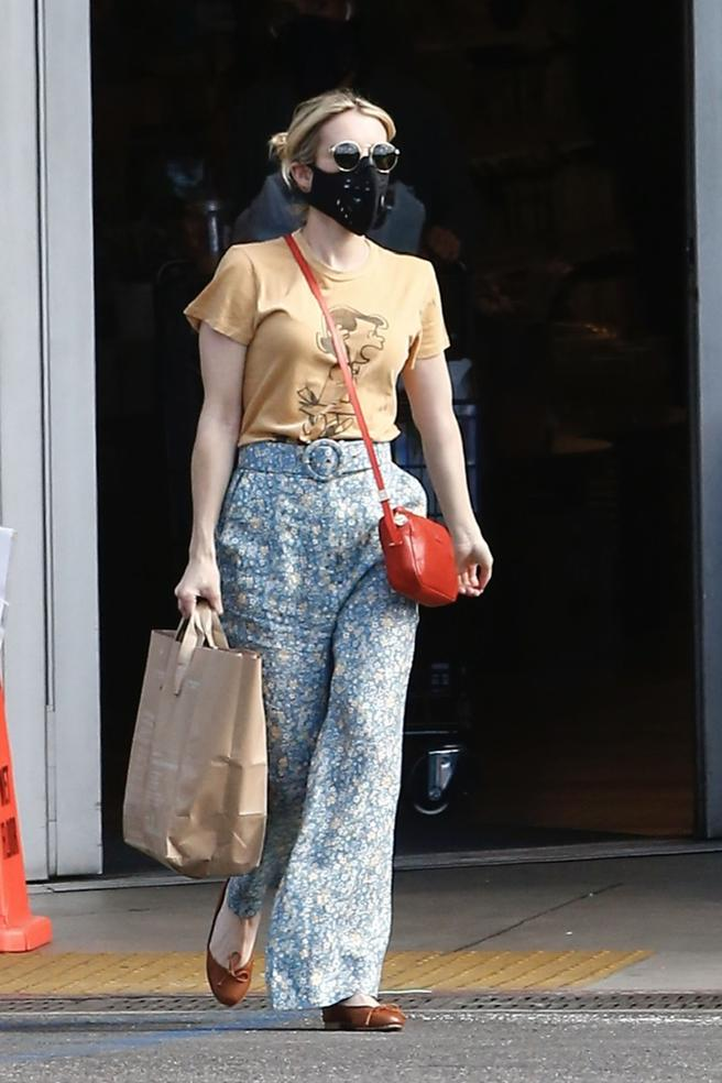 Emma Roberts does not forget the mask to make the purchase in Los Angeles