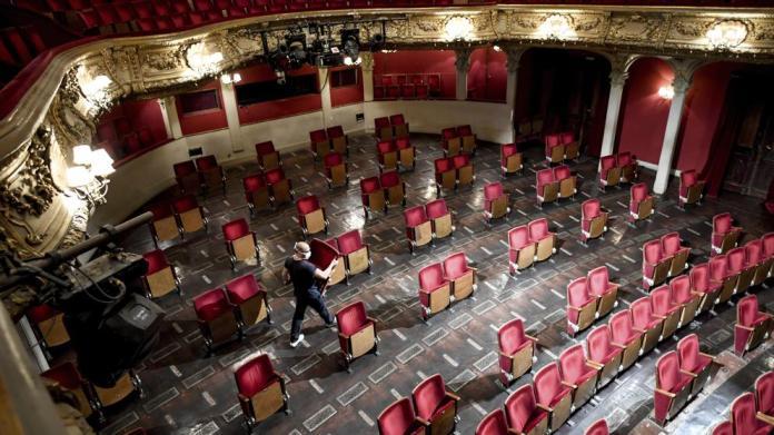 La impactante imagen de un teatro preparado para la desescalada
