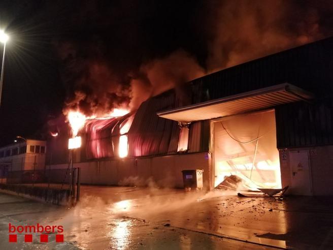 Hasta 16 dotaciones de los bomberos acudieron al lugar