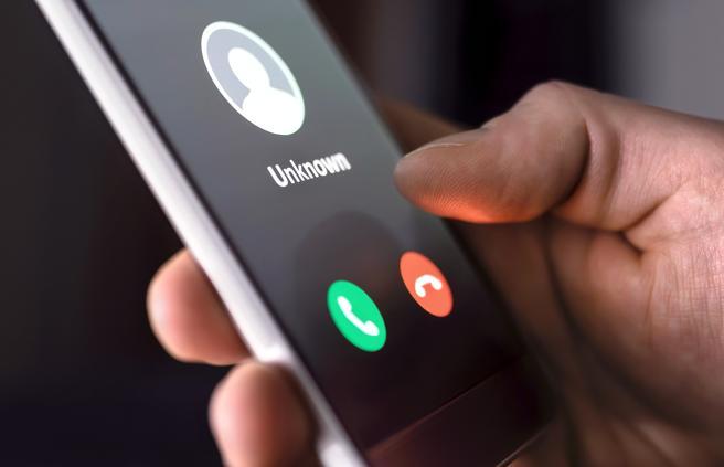 En ocasiones, el sospechoso acaba por teléfono de convencer a las víctimas para que le dejaran dinero