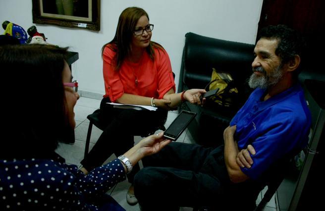 Dorancel Vargas concediendo entrevistas a medios de comunicación