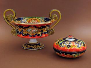 Centrotavola in ceramica con manici a serpe e scatola