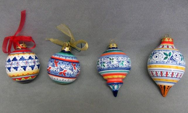 palline di Natale in maiolica dipinta a mano