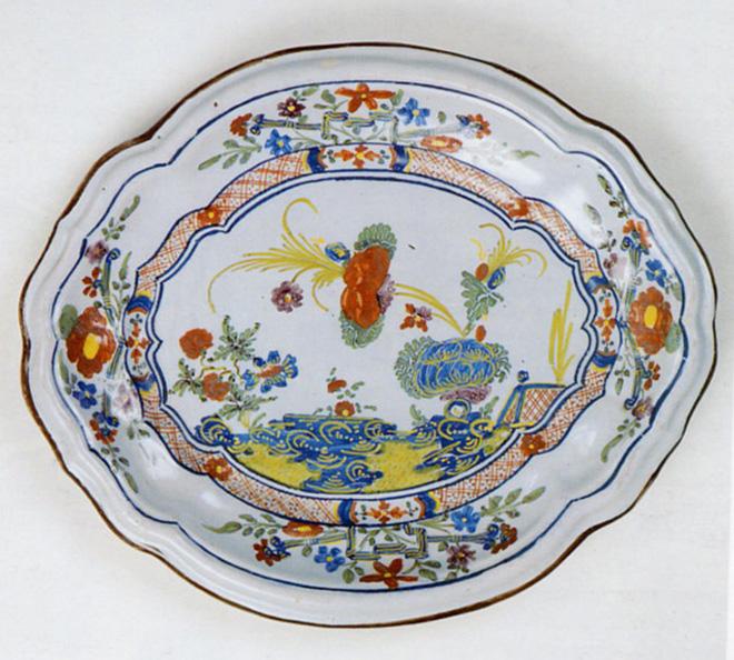 vassoio decorato a Garofano, Manifattura Ferniani di Faenza, secolo XVIII
