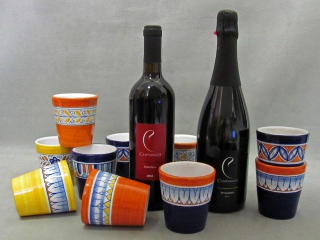 aperitivo del ceramista 2020 con bicchierei in ceramica decorati a mano e vini Campanacci