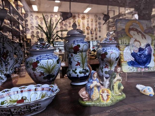 Vetrina Natale 2020: le ceramiche La Vecchia Faenza