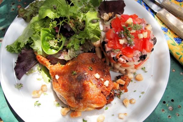 Cassoulet salade d'été avec confit d'canard (Summer Cassoulet Salad with Preserved Duck).