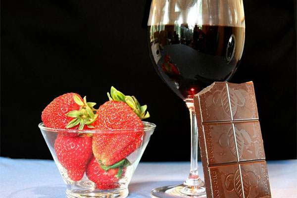 Red wine with chocolate and strawberries