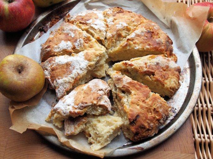 Apple & Dorset Blue Vinny Scone Bread