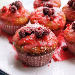 Redcurrant Fairy Cakes with Raspberries!