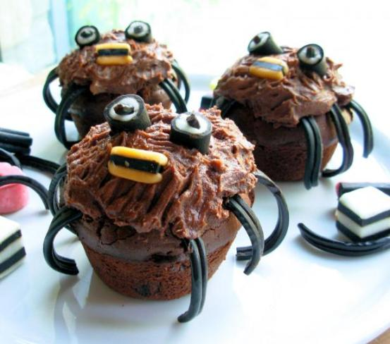 Spooky Spider Cakes  for a  Howling Halloween