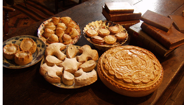 Three centuries of mince pies. Front row (left to right): Sir Kenelm Digby's Mince Pies iced with Ambergris Sugar (1670) ), Edward Kidder's Shaped Mince Pies (c.1720), Lady Barbara Fleming's Mutton Mince Pie (1673). Back row (left to right):Urbain Dubois's Puff Paste Mince Pies (1871) and Mrs Isabella Beeton's Shortcrust Mince Pies (1861).