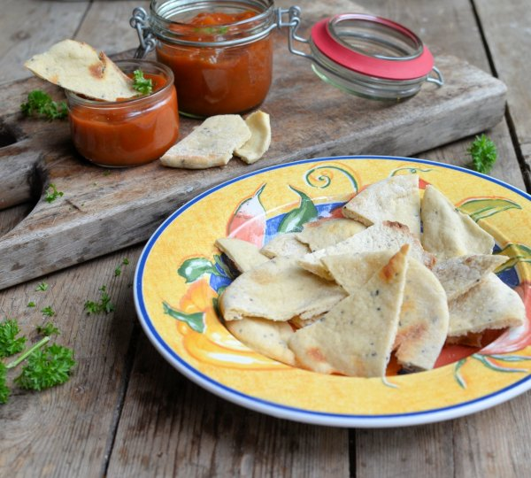 Secret Recipe Club goes Tex-Mex with Quick & Easy Salsa and Baked Garlic Pita Chips