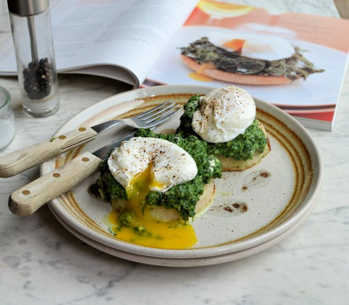 Spinach and Poached Egg Muffins (Low-Calorie)