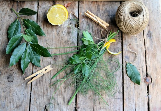 French Friday and Herbs: How to make a simple Bouquet Garni (Recipe)