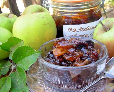 Apple and Ginger Chutney