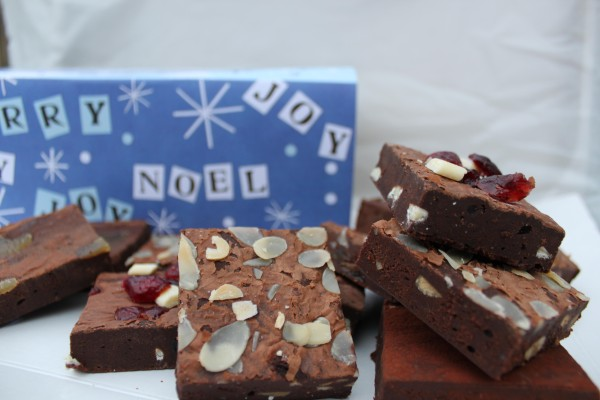 Giveaway: Win 12 PIECE CHRISTMAS GIFT BOX of BlueBasil Brownies RRP: £20:25