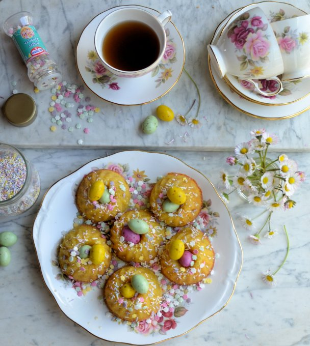 Little Easter Cakes: Mini Chocolate Drizzle Bundt Cakes