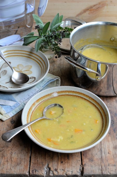 5:2 Diet Curried Autumn Allotment Soup: 90 Calories a Bowl