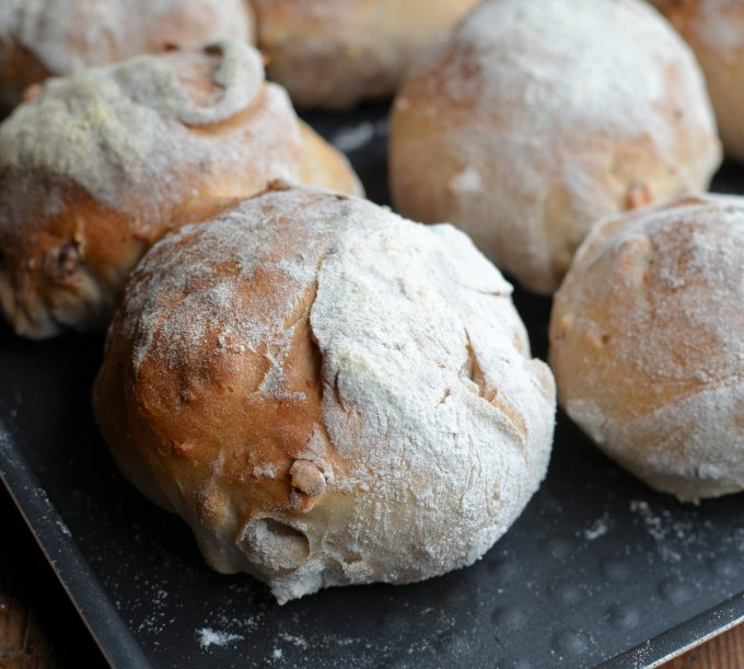 Country Style Walnut Bread Rolls (