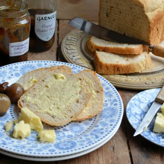Perfect for Christmas Sandwiches: Garlic and Shallot Country Style Bread (Breadmaker)